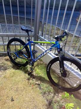 Vendo  bicicleta Scott talla L grupo altus de 8 velocidades con plato alivio, llantas 27.5
