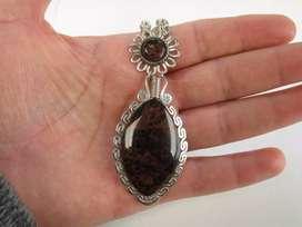 collar elaborado en obsidiana y baño en plata