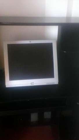 Se vende mesa par pc y pantalla
