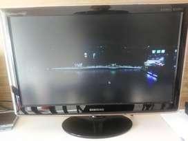 TV LCD 24' SAMSUNG y Convertidor SMART - USADO EN EXCELENTE ESTADO