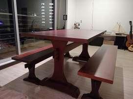 Mesa de 6 puestos, cedro macizo, recién restaurada.
