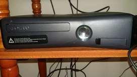 XBOX 360 + 16 juegos y 2 joysticks!!!