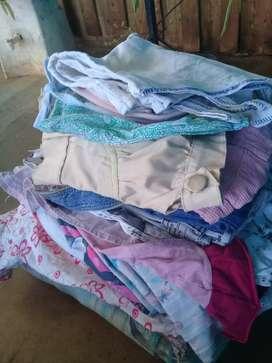 Vendo fardito de 22 prendas de ropa para nena.
