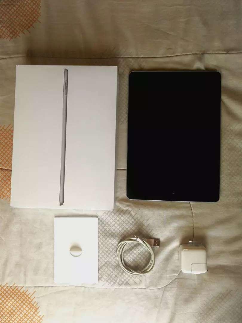 iPad 5ta generación 32GB caja y accesorios originales 0
