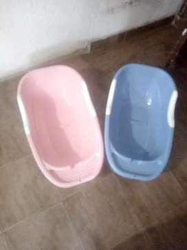 Tina De Bebe Niña y Niño En buen estado