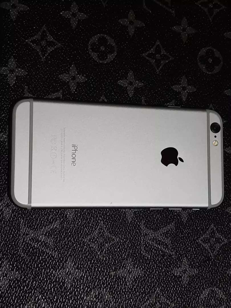 Celular iPhone 6.  16 g. 0