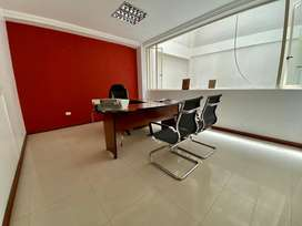 En alquiler amplia oficina en el parque central