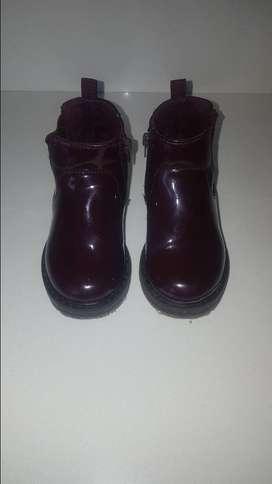 Vendo botas de charol Zara, para niñasolo una puesta