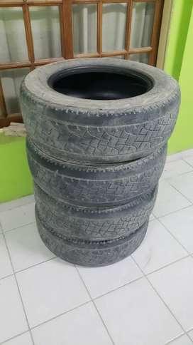 Vendo neumáticos usados amarok