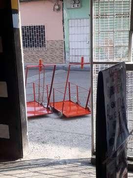 Carritos de carga para todo tipo de trabajo adicional vendo vitrinas en buen estado negociables $150