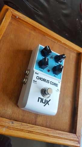 pedal nux chorus con adaptador dunlop y interpedales