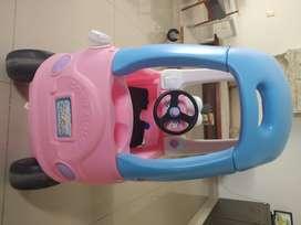 Carro para niños little tikes