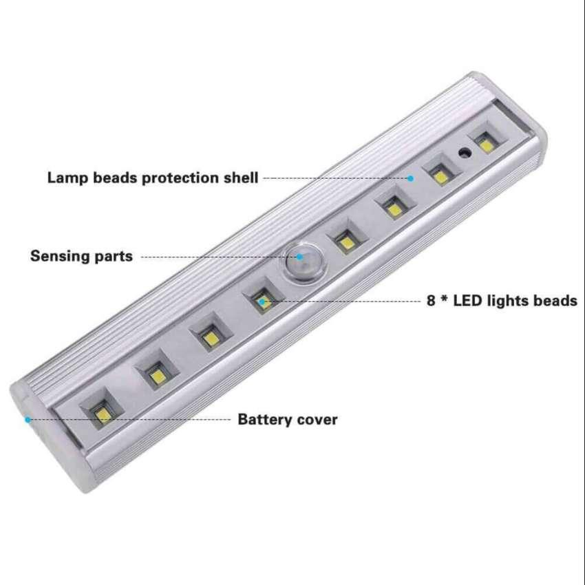 Luz de Sensor de movimiento 8 LED con batería inalámbrico magnético LED Closet noche Bar luces para cocina pasillo armar