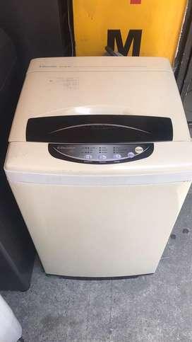 Lavadora electrolux de 17 libras