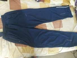 Vendo pantalon usado nike taye L