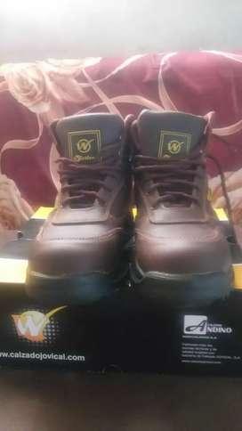 Botas punta de acero nueva tallas 42