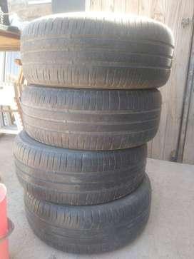 Vendo 4 cubiertas Michelin energy xm2 195 55 15 en excelente estado. Precio por casa una 5.500