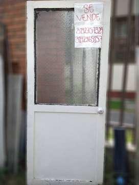 Puerta con vidrio