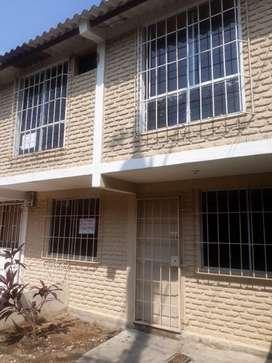 Casa de dos pisos en ciudsdela de venta
