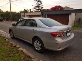 Toyota corolla plateado