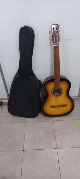 Guitarra criolla nueva con funda