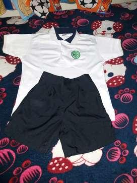 Vendo 2 uniformes  DAMAZO ZAPATA de niño talla 6