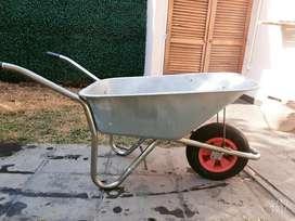 Carretilla con rueda neumatica 95lts