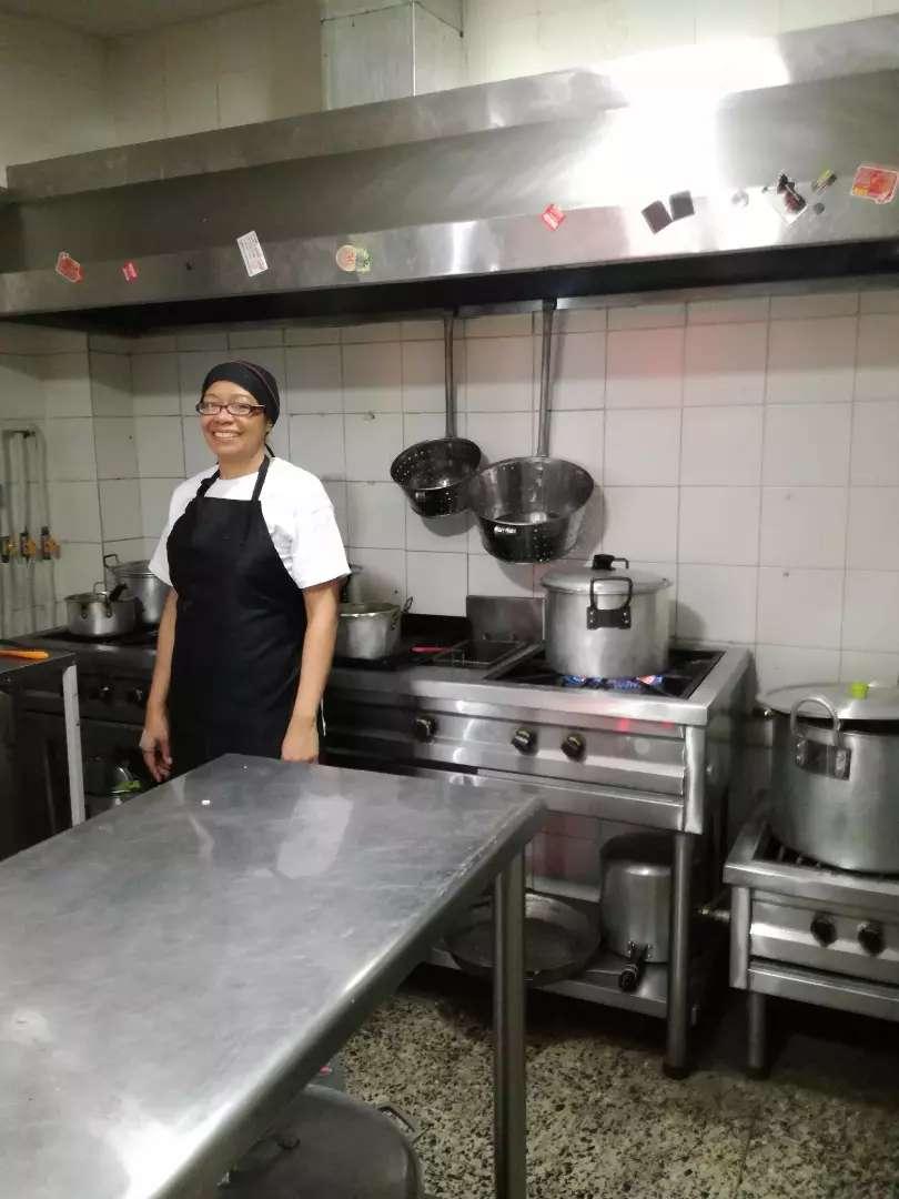 Busco empleo como auxiliar de cocina 0