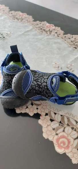 Vendo sandalias para niño