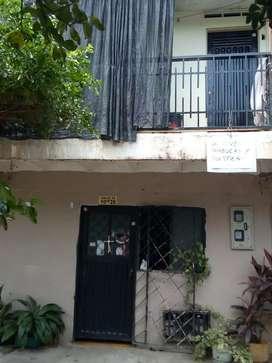 Se vende casa en la calle 33 # 10 AW 28 barrio el triángulo 65 millones negociables.