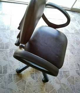 Sillón de escritorio- muy poco uso, como nuevo