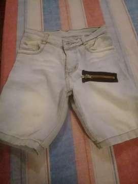 bermuda de niño talle 6 de jean celeste preelavado usada