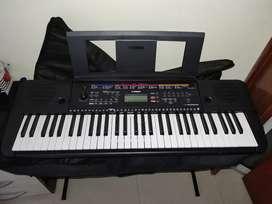 Piano YAMAHA PSRE263 como nuevo