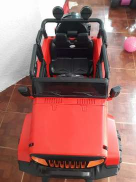 Carro Yeep rojo