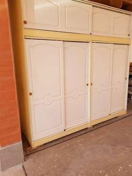 Mueble placard con puertas corredizas, desarmable en 3 modulos