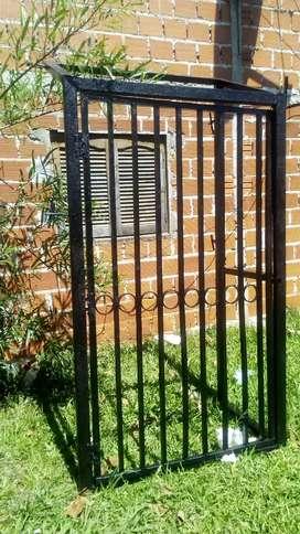 Vendo portón de hierro