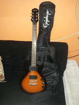 Guitarra Epifhone y planta amplificadora