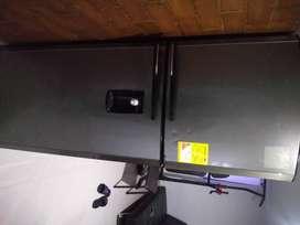 Nevera 405 L centrales no frosting+ Estufa con horno centrales + Freidora eléctrica Home Elements usadas