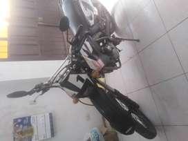 Vendo motocicleta UM 2000 SM 200