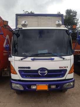 Vendo camión Hino FC500 furgonado.
