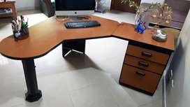 Escritorio de oficina en perfecto estado GANGA