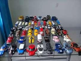 Se vende coleccion de 58 carros a escala