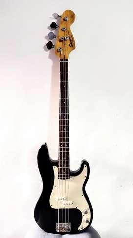 Bajo squier Fender