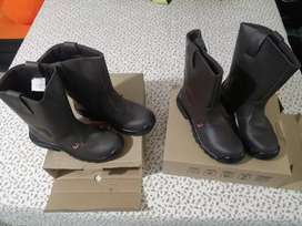 Vendo /cambio dos (2) pares de botas dielectricas
