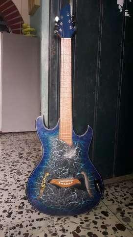 Se vende guitarra nueva con estuche