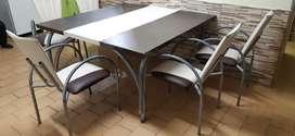 Mesa  con Sus 8 Sillas