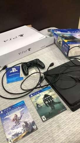 Vendo play 4slim de 1tb caja y todo flamante 7 juegos digitales
