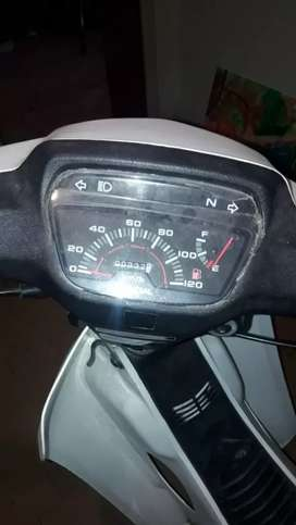 Vendo moto 110 mondial con 350 km  2018 todo los papeles al dia