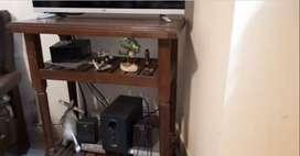 Mesa de tv de algarrobo usado