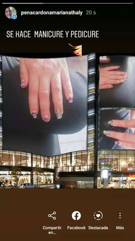 Se hace manicure y pedicure